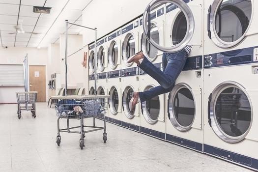 Praní šatů v pračce