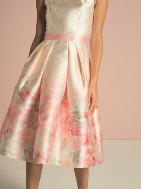 8fa7826565fb Růžové společenské šaty s květy Chi Chi London Karlene Chi Chi ...