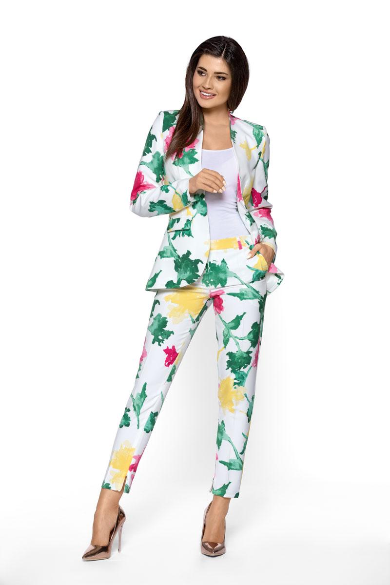 b63890339498 Letní kostým s květy Kartes Noemi Kartes Dámský kalhotový kostým ...