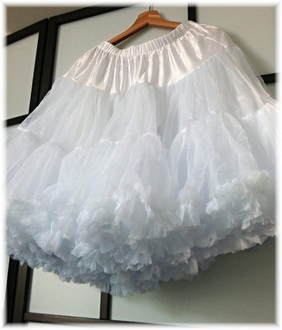 Banned bílá spodnička k šatům 23
