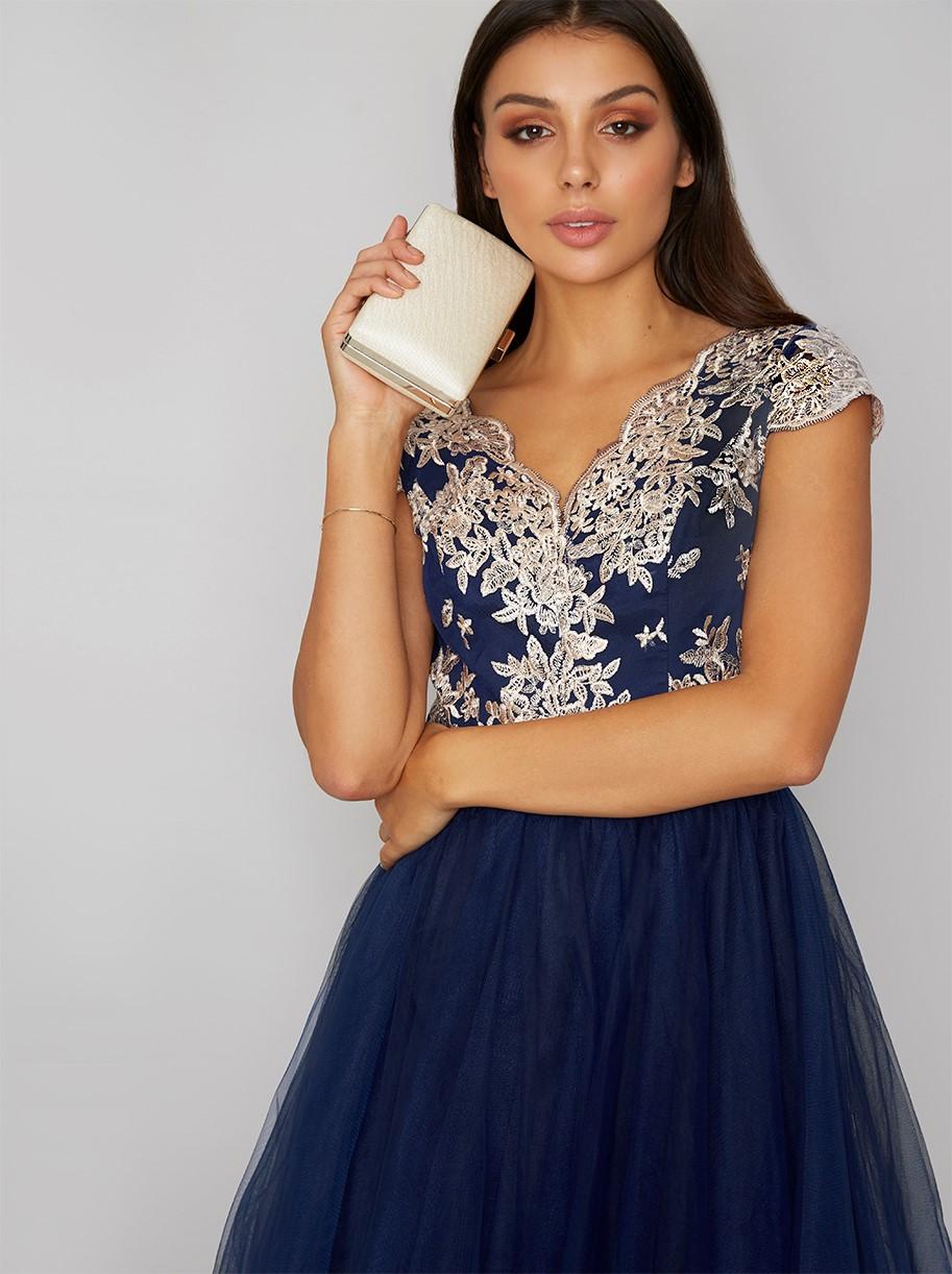 Modré společenské šaty s vyšívaným živůtkem Chi Chi London Joan Chi ... 8b1c9a2232