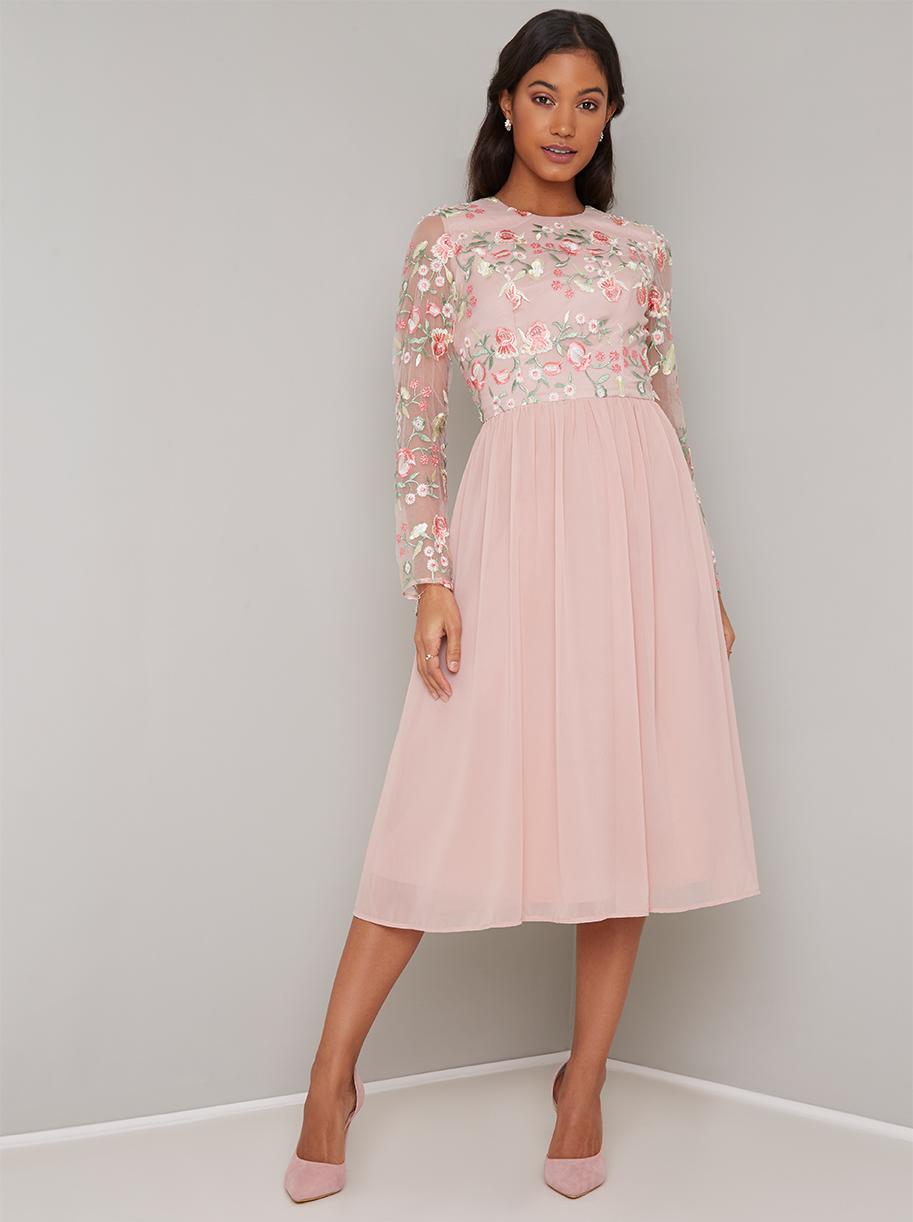 Růžové společenské šaty s výšivkou Chi Chi London Fatima Chi Chi ... 3060ed0892