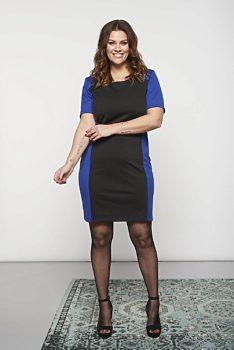 df000e94ec7 Černé šaty s modrým pruhem Smashed Lemon Berenika