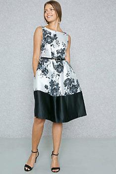 f7390b59c97c Společenské černobílé šaty s květy Closet Etel