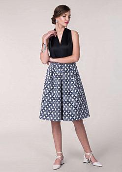 19510bf47e53 Společenské šaty se vzorovanou sukní Closet Jasna