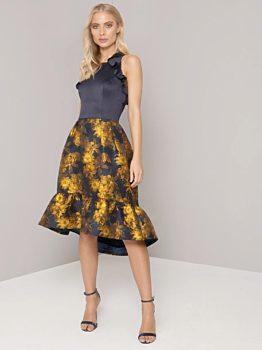 Tmavě modré šaty se zlatými květy Chi Chi London Loreli 2df314514b